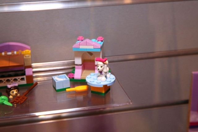41021 Poodle's Little Palace 1