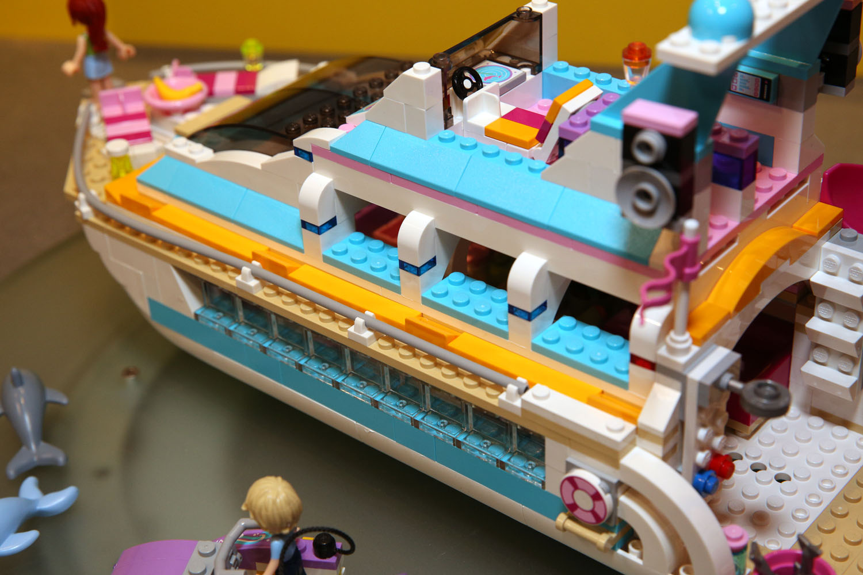41015 Dolphin Cruiser 21