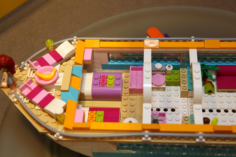 41015 Dolphin Cruiser 37